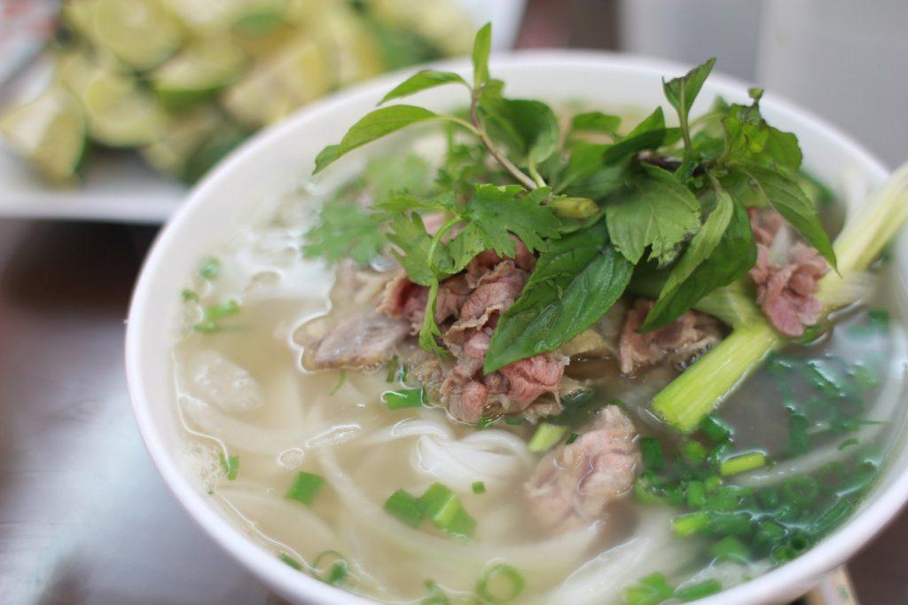 Vietnamesische Nudelsuppe, vietnamesisches Essen
